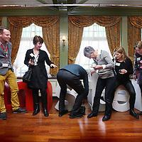 """Nederland, Volendam , 27 januari 2015.<br /> Workshop """"hoe maak ik mijn product klaar voor de internationale bezoeker?"""" in hotel Spaander.<br /> Op de foto: Deelnemers aan het """"networking"""" tijdens de pauze van de workshop.<br /> Foto:Jean-Pierre Jans"""