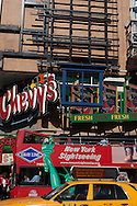 New York. Times square. bilboard, advertising, in Times square area. / panneaux publicite , Times square scenes de rue,   New york - Etats unis