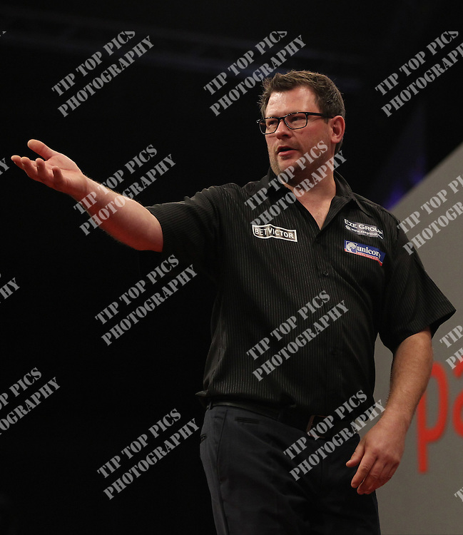 PDC WORLD GRAND PRIX 2014,<br /> 2nd ROUND,JAMES WADE V ROBERT THORNTON ,PIC:CHRIS SARGEANT, TIPTOPPICS LTD, DARTS, PDC