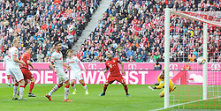 24.10.2015, Allianz Arena, Muenchen, GER, 1. FBL, FC Bayern Muenchen vs 1. FC K&ouml;ln, 10. Runde, im Bild Robert Lewandowski (FC Bayern Muenchen), zweiter von links, erzielt das Tor zum 3:0. Torwart Timo Horn (1.FC Koeln) ist ohne Chance. // during the German Bundesliga 10th round match between FC Bayern Munich and 1. FC Cologne at the Allianz Arena in Muenchen, Germany on 2015/10/24. EXPA Pictures &copy; 2015, PhotoCredit: EXPA/ Eibner-Pressefoto/ Stuetzle<br /> <br /> *****ATTENTION - OUT of GER*****