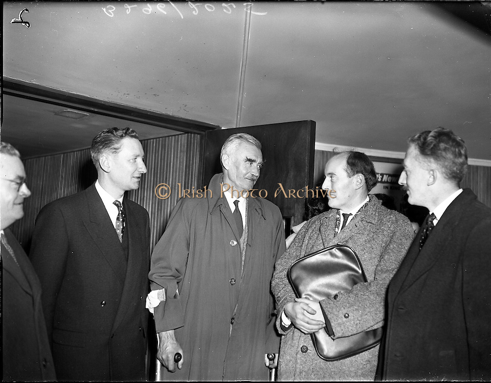 05/02/1960<br /> 02/05/1060<br /> 05 February 1960 <br /> Premiere of Mise Eire at the Regal Cinema, Dublin.  Included are  Riobard Mac G&oacute;r&aacute;in of Gael Linn; George Morrison, who directed the film and Sean &Oacute; Riada, who composed the music for the film