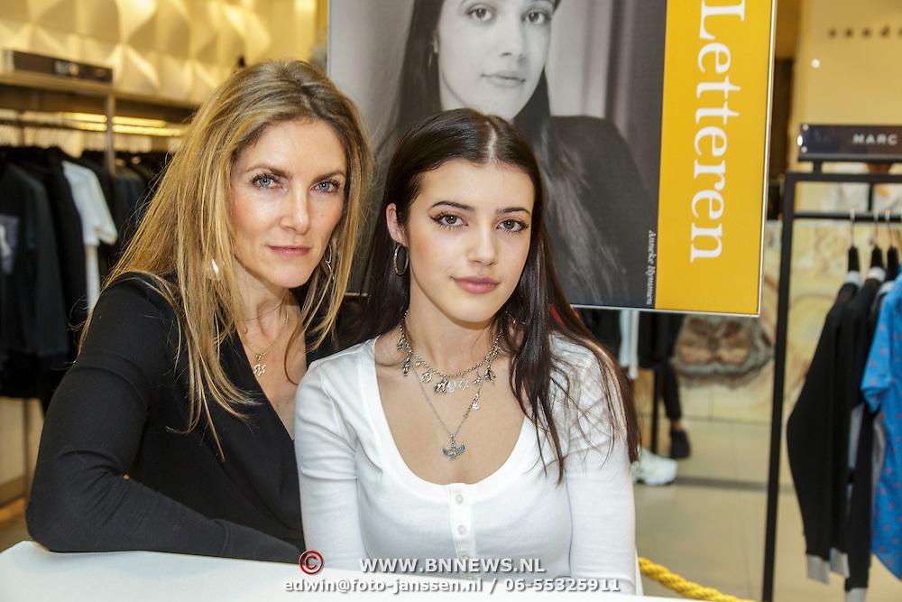 NLD/Amsterdam/20150228 - Feest der Letteren 2015, Salomonica de Winter en moeder Jessica Durlacher