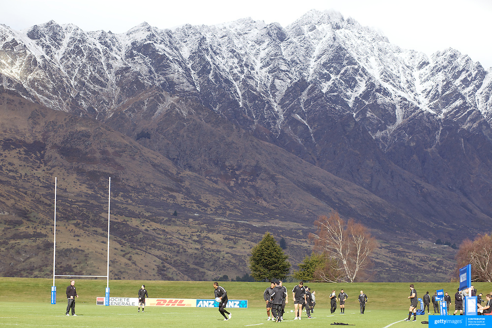 The English Rugby team training at The Queenstown Events Centre with the Remarkables mountain range providing a stunning backdrop during the IRB Rugby World Cup tournament.  Queenstown, New Zealand, 14th September 2011. Photo Tim Clayton...