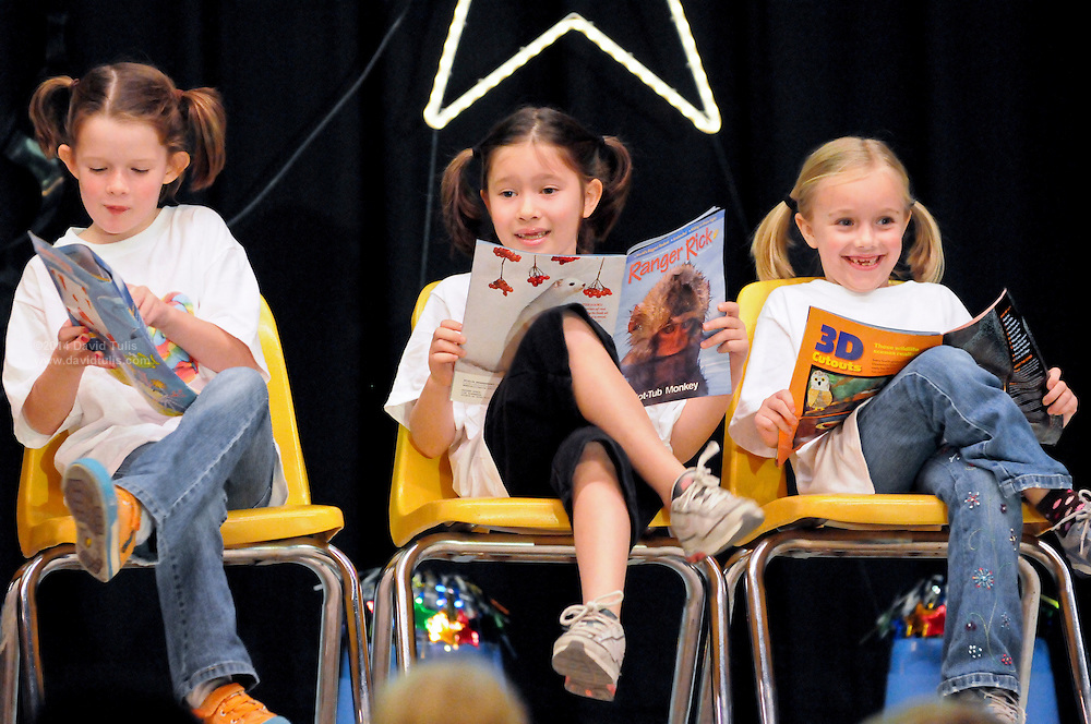 """10/23/09  -  Atlanta, Ga :  Students at Sagamore Hills Elementary School including """"Lollipop"""" performers Maggie Collins, Addison Dascher, Avery Dascher, Kenley Speece, Molly Collins, Olivia Polinski and Hollis Cox showcase their skits during the 2009 talent show featuring dance, music, comedy and other performances for the annual Showcase of Stars on Friday, October 23, 2009. Director Nancy Briggs, and assistant directors Joe Scivicque and Teresa Libbey helped produce more than 30 acts.    David Tulis         dtulis@gmail.com    ©David Tulis 2009"""