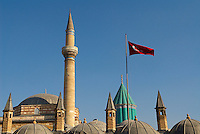 Turquie. Anatolie Centrale. Ville de Konya. Tombe de Mevlana. Le grand maitre soufi Djalal ed-Din Rumi ou Djalal-e-Din Mohammad Molavi Rumi ou Djalaleddine Roumi (1207-1273), fondateur de l'ordre des derviches tourneurs est connu sous le nom de Mevlana. Il est enterre a Konya. // Turkey. Central Anatolia. City of Konya. Mevlana tomb. The sufi master Djalal ed-Din Rumi ou Djalal-e-Din Mohammad Molavi Rumi ou Djalaleddine Roumi (1207-1273), founded of whirling dervishes order is knows with the name of Mavlana. Is bury in Konya.