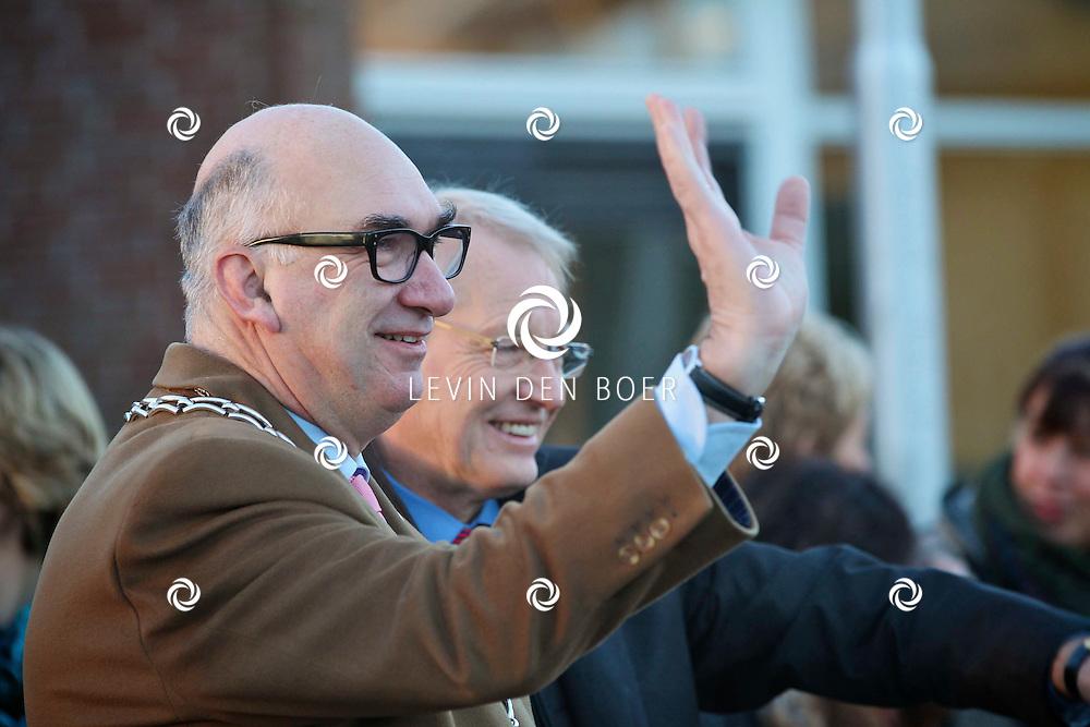 ZALTBOMMEL - De officiele opening van de Brede School Zandkampen aan de Zandkampen en De Spellewaard. Met op de foto Burgemeester Albert van den Bosch die de opening verzorgde. FOTO LEVIN DEN BOER - PERSFOTO.NU