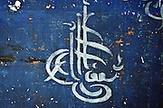 dettaglio delle decorazioni arabe dell'ormai nota &quot;camera delle meraviglie&quot; scoperta per caso durante una ristrutturazione di un appartamento nel centro storico di Palermo.<br /> details of the Islamic drawings of the &quot;Blue room&quot; discovered in an old building in Palermo during refurbishment of the dwellings