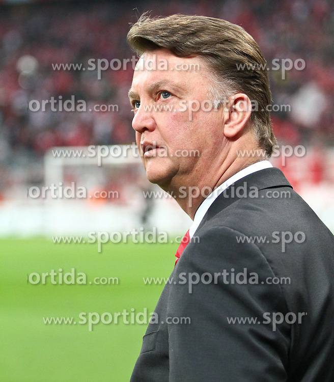 21.04.2010, Allianz Arena, Muenchen, GER, Champions League, Bayern Muenchen vs Olympique Lyonnais, Halbfinale Hinspiel, im Bild Louis van Gaal (Cheftrainer FC Bayern)  ,EXPA Pictures © 2010, PhotoCredit: EXPA/ nph/  Straubmeier / SPORTIDA PHOTO AGENCY