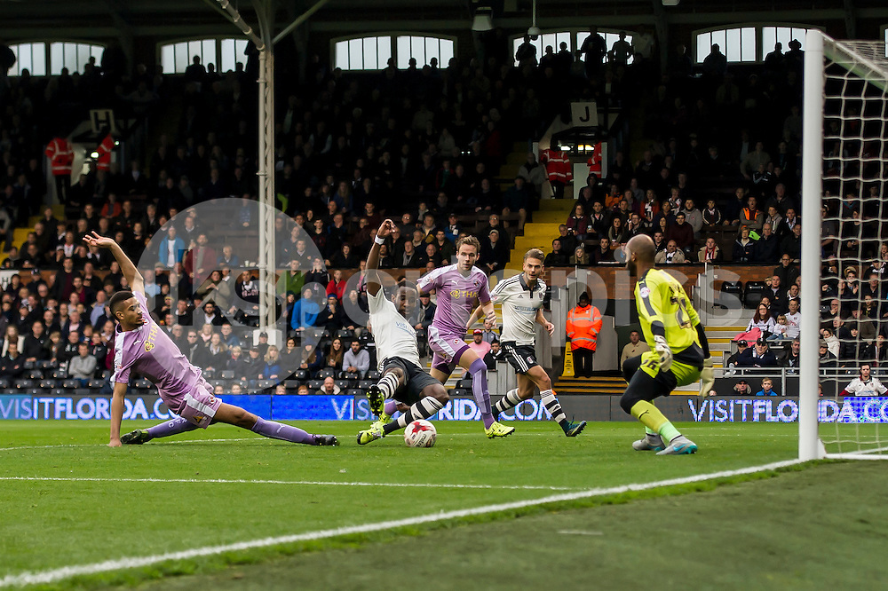 Moussa Dembélé of Fulham scores the equaliser during the Sky Bet Championship match between Fulham and Reading at Craven Cottage, London, England on 24 October 2015. Photo by Salvio Calabrese.