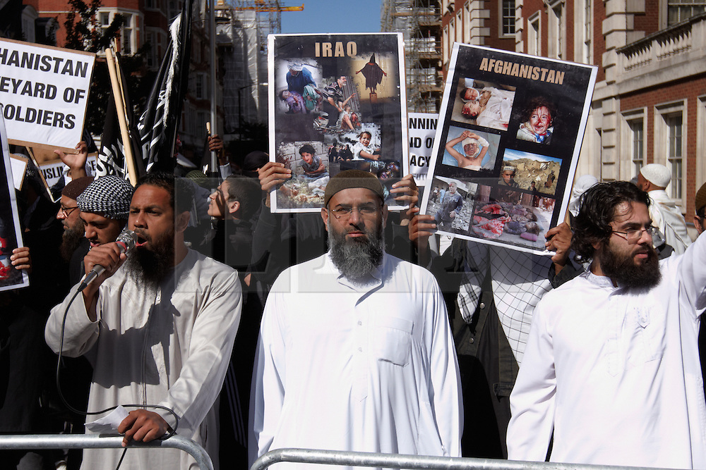 """© Licensed to London News Pictures.  11/09/2011. LONDON, UK. Muslims Against Crusades (MAC), led by Anjem Choudary (pictured centre) chants """"Burn Burn USA"""" outside the US Embassy in Grosvenor Square, London. The demonstration is timed to coincide with the 10 year anniversary of the September 11 attacks in New York. Photo credit :  Cliff Hide/LNP"""