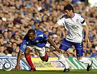Fotball<br /> Premier League 2004/05<br /> Portsmouth v Everton<br /> 26. september 2004<br /> Foto: Digitalsport<br /> NORWAY ONLY<br /> RIcardo Fuller, left and Alessandro Pistone battle for the ball