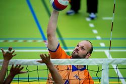 28-04-2018 NED: NK Zitvolleybal, Koog aan de Zaan<br /> BVC Holyoke wint de finale van het NK zitvolleybal met 3-1 van V.a.s. F.D.S uit Sneek. / Dominik Albrecht #6 of Holyoke