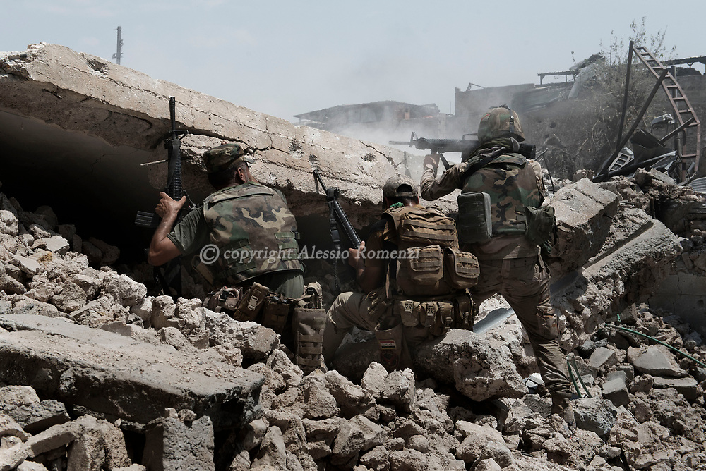 IRAQ, Mosul: Iraqi army soldiers shot at ISIS position at the frontline with ISIS inside the old city in Mosul. Alessio Romenzi