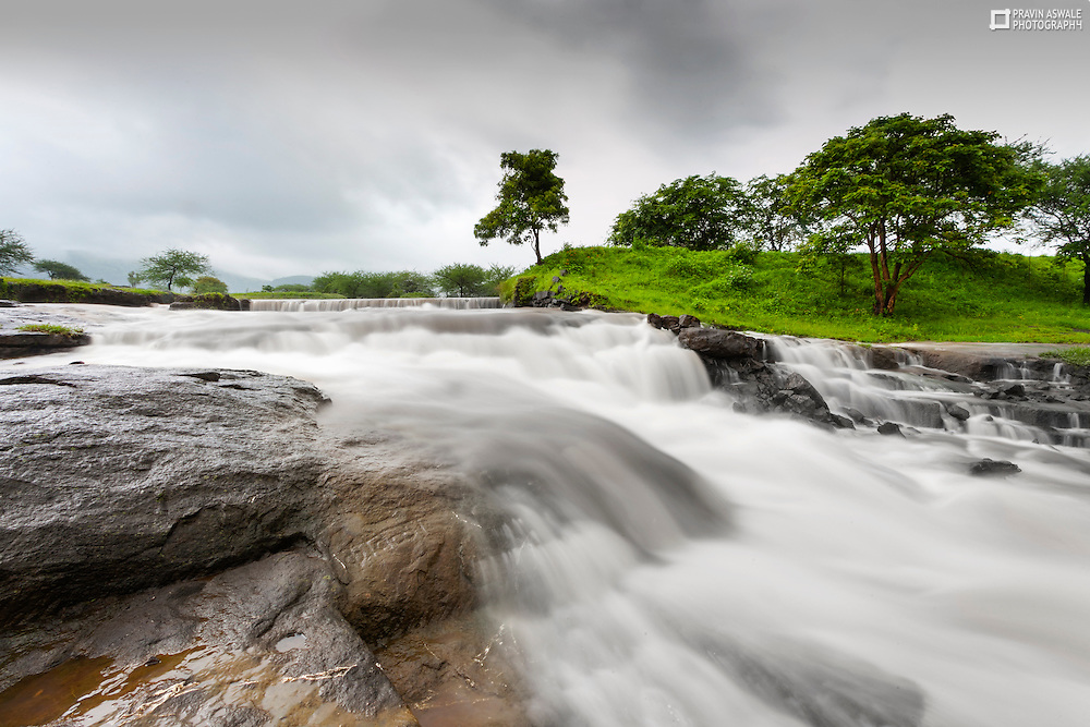 On the way to FORT VISHRAMGAD, I found this very intersting compostion of the small waterfall, a very unique location!