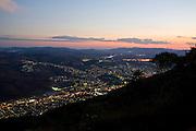 Pocos de Caldas_MG, Brasil...Vista panoramica  da cidade de Pocos de Caldas ao anoitecer...The anoramic view  of Pocos de Caldas at dusk...Foto: JOAO MARCOS ROSA / NITRO