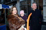 PLAVKA COLERIDGE; CHRISTOPHER COLERIDGE , Belgravia Christmas Sunday. Elizabeth Street, Motcomb Street and Pimlico Rd. various Christmas activities. Father Christmas will also visited each street on his sleigh pulled by his reindeer. London. 6 December 2009<br />  <br />  *** Local Caption *** -DO NOT ARCHIVE-© Copyright Photograph by Dafydd Jones. 248 Clapham Rd. London SW9 0PZ. Tel 0207 820 0771. www.dafjones.com.<br /> PLAVKA COLERIDGE; CHRISTOPHER COLERIDGE , Belgravia Christmas Sunday. Elizabeth Street, Motcomb Street and Pimlico Rd. various Christmas activities. Father Christmas will also visited each street on his sleigh pulled by his reindeer. London. 6 December 2009