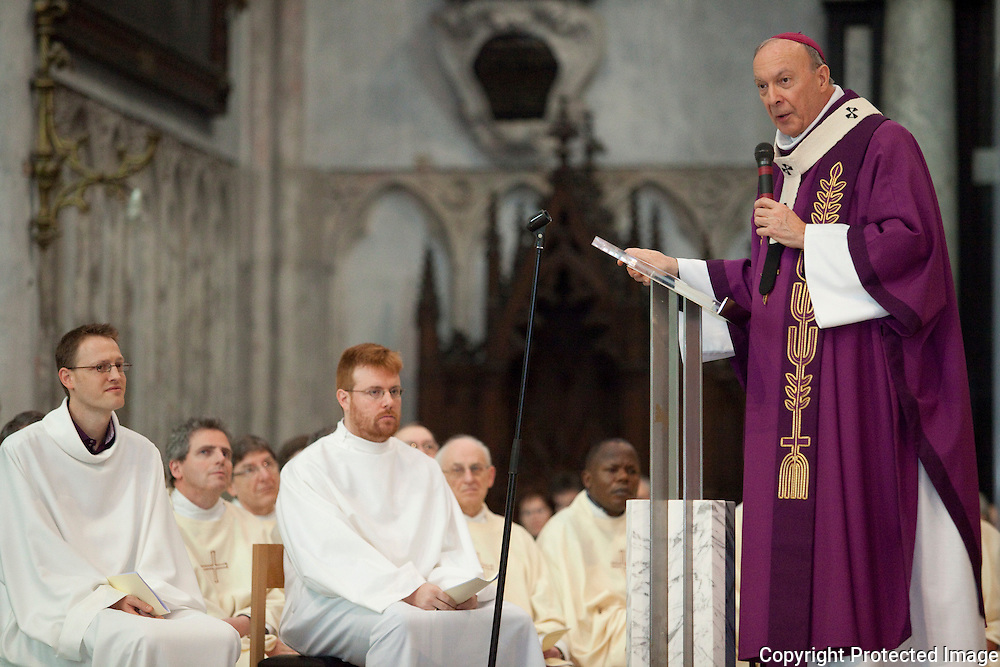 371542-Inwijding van vier nieuwe diakens door Aartsbisschop A.-J. Léonard in de Sint-Romboutskathedraal in Mechelen-Louis-Philippe Apers
