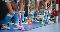 NK Zaalhockey. Hurley - Gooische   meisjes MC .  Vreugde, Gooische wint finale .   Illustratie; sticks in de zaal. KNHB / KOEN SUYK