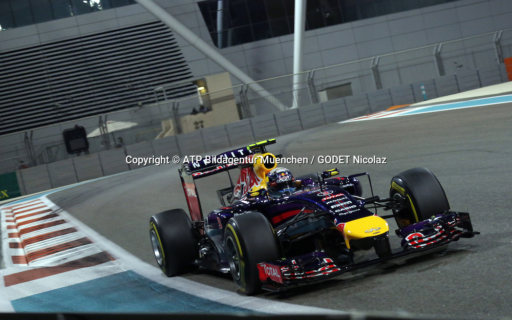 Daniel RICCIARDO, AUS, RedBull Racing,     <br /> Team Infiniti Red Bull Racing, Red Bull RB10, Renault Energy F1<br /> ABU DHABI Grand Prix F1 at the Yas Marina Circuit 2014 -Formel 1 Grand Prix, F1, Formel1, Vereinigte Arabische Emirate, Honorarpflichtiges Foto, Fee liable image, Copyright &copy; ATP GODET Nicolaz