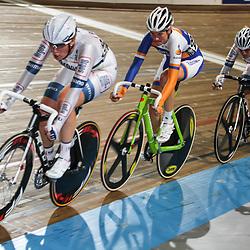 Nederlands Kampioenschap puntenkoers vrouwen in het Omnisportcentrum Apeldoorn Kirsten Wild opweg naar de titel bij de vrouwen