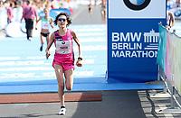 Honami Maeda (JPN) im Zieleinlauf des BMW Berlin Marathon 2018 in Berlin am 16.09.2018