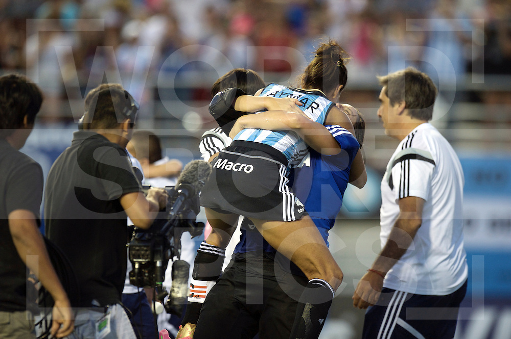 MENDOZA - Argentina Champions Trophy 2014 (W)<br /> AUS v ARG (Final) 1-1<br /> Argentina wins after penalty shoot out.<br /> Foto: f.l.t.r.: Luciana Aymar in the arms of Succi Belen.<br /> FFU PRESS AGENCY COPYRIGHT FRANK UIJLENBROEK