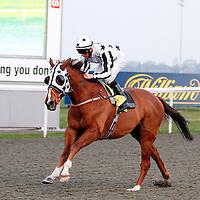 April Fool and Darren Edward Egan winning the 6.00 race