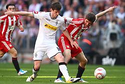 02.04.2011, Allianz Arena, Muenchen, GER, 1.FBL, FC Bayern Muenchen vs Borussia Moenchengladbach , im Bild  Havard Nordtveit (Borussia #16) im kampf mit Thomas Mueller (Bayern #25) , EXPA Pictures © 2011, PhotoCredit: EXPA/ nph/  Straubmeier       ****** out of GER / SWE / CRO  / BEL ******