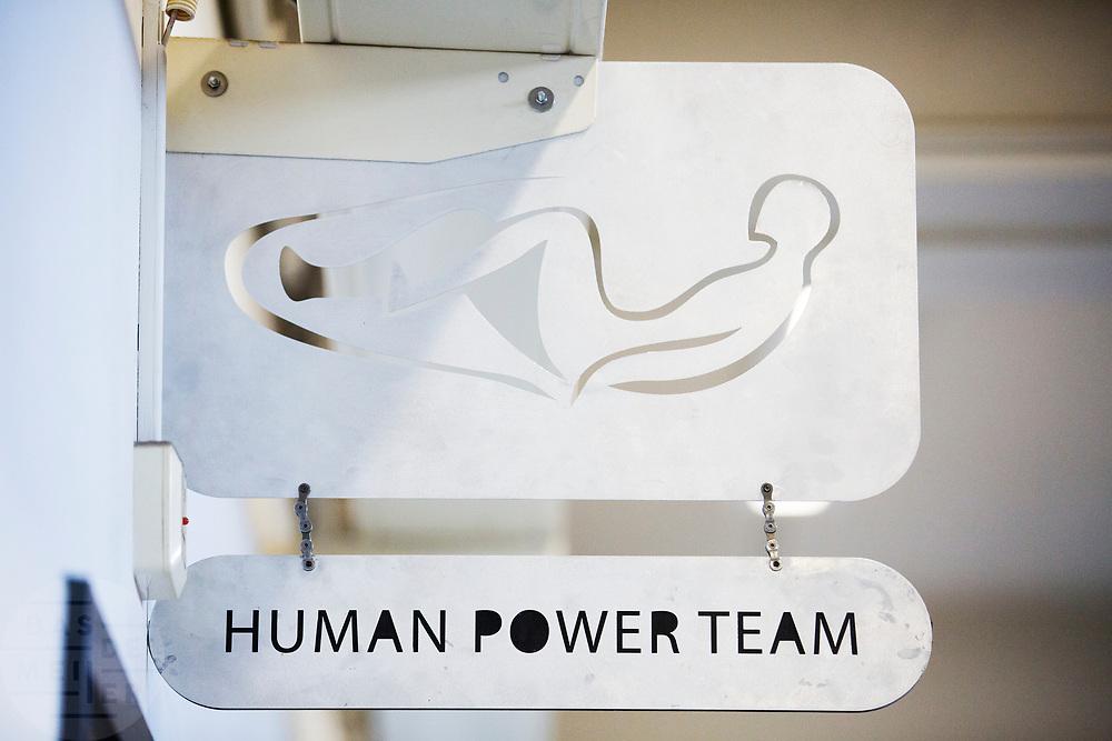 Het kantoor van het Human Power Team. In september wil het Human Power Team Delft en Amsterdam, dat bestaat uit studenten van de TU Delft en de VU Amsterdam, tijdens de World Human Powered Speed Challenge in Nevada een poging doen het wereldrecord snelfietsen voor vrouwen te verbreken met de VeloX 8, een gestroomlijnde ligfiets. Het record is met 121,81 km/h sinds 2010 in handen van de Francaise Barbara Buatois. De Canadees Todd Reichert is de snelste man met 144,17 km/h sinds 2016.<br /> <br /> The office of the Human Power Team. With the VeloX 8, a special recumbent bike, the Human Power Team Delft and Amsterdam, consisting of students of the TU Delft and the VU Amsterdam, also wants to set a new woman's world record cycling in September at the World Human Powered Speed Challenge in Nevada. The current speed record is 121,81 km/h, set in 2010 by Barbara Buatois. The fastest man is Todd Reichert with 144,17 km/h.