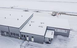 THEMENBILD - Hangar und Flugzeuge am Rollfeld des Flugplatzes Zell am See (LOWZ), hier dürfen Flugzeuge bis maximal 5,7 Tonnen Gesamtgewicht landen, aufgenommen am 24. 01 2019 in Zell am See, Oesterreich // Hangar and aircraft on the runway of the airfield Zell am See (LOWZ), Zell am See, Austria on 2019/01/24. EXPA Pictures © 2019, PhotoCredit: EXPA/ JFK