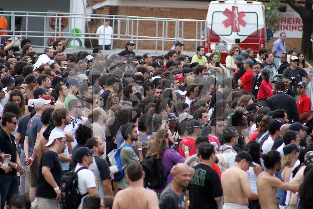 SÃO PAULO, SP, 07 DE NOVEMBRO 2009 - MAQUINÁRIA FESTIVAL - Considerado a grande surpresa de 2009, o Maquinária proporciona uma verdadeira maratona musical com destaque para os maiores nomes da cena mundial e atrações inéditas em solo brasileiro. Na foto público acompanha festival que acontece na Chacará Jockey, na Vila Sônia região sul da capital paulista (FOTO: BRAZIL PHOTO PRESS).