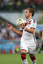 13.07.2014, Maracana, Rio de Janeiro, BRA, FIFA WM, Deutschland vs Argentinien, Finale, im Bild Mario Goetze (GER) bei der Ballannahme // during Final match between Germany and Argentina of the FIFA Worldcup Brazil 2014 at the Maracana in Rio de Janeiro, Brazil on 2014/07/13. EXPA Pictures © 2014, PhotoCredit: EXPA/ Eibner-Pressefoto/ Cezaro<br /> <br /> *****ATTENTION - OUT of GER*****