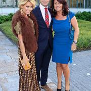 NLD/Vianen/20110915 - Modeshow Mix & Match Dani Bles 2011, Sylvie van der Vaart - Meis en haar broer en schoonmoeder