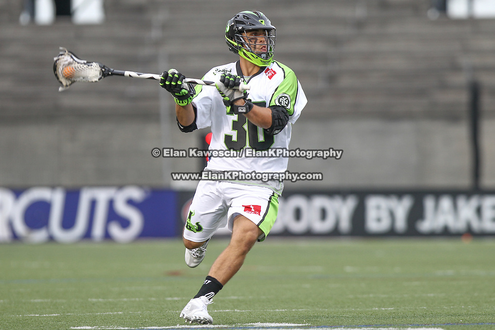 A member of the New York Lizards controls the ball during the game at Harvard Stadium on July 19, 2014 in Boston, Massachusetts. (Photo by Elan Kawesch)
