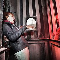 Nederland, Biddinghuizen , 10 oktober 2014.<br /> Halloween Fright Nights Walibi Holland.<br /> Op vrijdag 10 oktober wordt het Haunted House op wel heel speciale wijze geopend.<br /> Bekende Nederlanders draaien mee in het Haunted House. In de middag volgen zij een Scare Training, Daarna gaan ze de grime in om tot geest te worden omgetoverd. Onder andere Samantha , bekend van het programma Samantha & Michael houden zich Thai, draait vrijdag mee als geest in Jefferson Manor.<br /> Foto: Jean-Pierre Jans/ANPinOpdracht