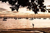 Praia de Santo Antonio de Lisboa ao por do sol. Florianópolis, Santa Catarina, Brasil. / Santo Antonio de Lisboa Beach at dusk. Florianopolis, Santa Catarina, Brazil.