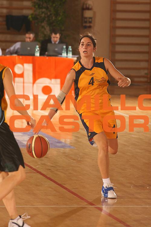 DESCRIZIONE : Cagliari Lega A1 Femminile 2006-07 Prima Giornata San Raffaele Basket Roma Cvz Basket Cavezzo <br /> GIOCATORE : Di Battista Francesca <br /> SQUADRA : San Raffaele Basket Roma <br /> EVENTO : Campionato Lega A1 2006-2007 Prima Giornata San Raffaele Basket Roma Cvz Basket Cavezzo <br /> GARA : San Raffaele Basket Roma Cvz Basket Cavezzo <br /> DATA : 07/10/2006 <br /> CATEGORIA : Palleggio <br /> SPORT : Pallacanestro <br /> AUTORE : Agenzia Ciamillo-Castoria/S.D'Errico