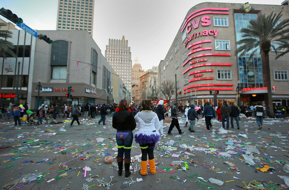 17 Feb 2015. New Orleans, Louisiana.<br /> Fat Tuesday. Mardi Gras Day. Tourists in the trash.<br /> Photo; Charlie Varley/varleypix.com