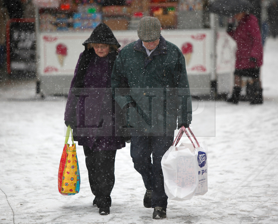 ©London News Pictures. 01/12/2010. On the busiest shopping day of the year people brave the snow and head out to the centre of Birmingham today (Sat).  Photo credit should read Alison Baskerville/London News Pictures