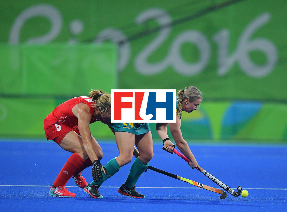 Australia's Mariah Williams (R) fights for the ball Britain's Crista Cullen during the women's field hockey Britain vs Australia match of the Rio 2016 Olympics Games at the Olympic Hockey Centre in Rio de Janeiro on August, 6 2016. / AFP / Carl DE SOUZA        (Photo credit should read CARL DE SOUZA/AFP/Getty Images)