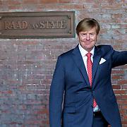 NLD/Den Haag/20180831 - Willem-Alexander en Maxima bij afscheid vice-president Raad van State, Piet Hein Donner met Willem-Alexander zwaaiend