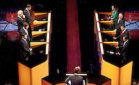 Nederland. Amsterdam, 26 mei 2010.<br /> ROEMER, RUTTE, BALKENENDE, COHEN, PECHTOLD, WILDERS, HALSEMA EN ROUVOET TIJDENS COMMERCIAL BREAK.<br /> Lijsttrekkersdebat in theater Carre<br /> politiek debat, politiek, debat, verkiezingen, lijsttrekkers, <br /> Foto Martijn Beekman