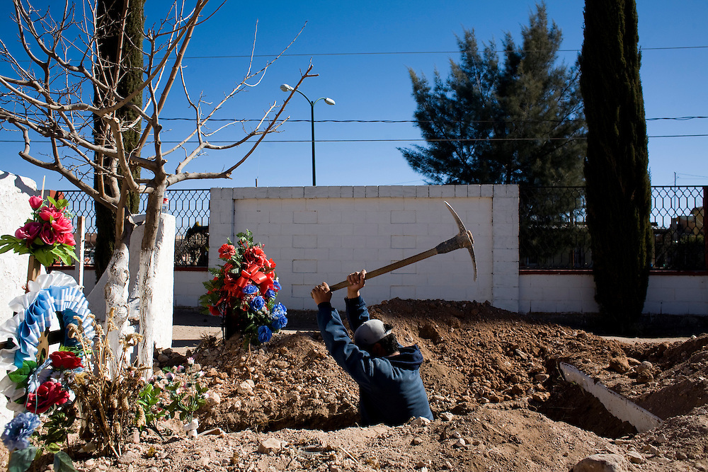 Sergio Pequinino digs a grave in a cemetery in Agua Prieta, Sonora, Mexico, on Wednesday, Jan. 30, 2008.