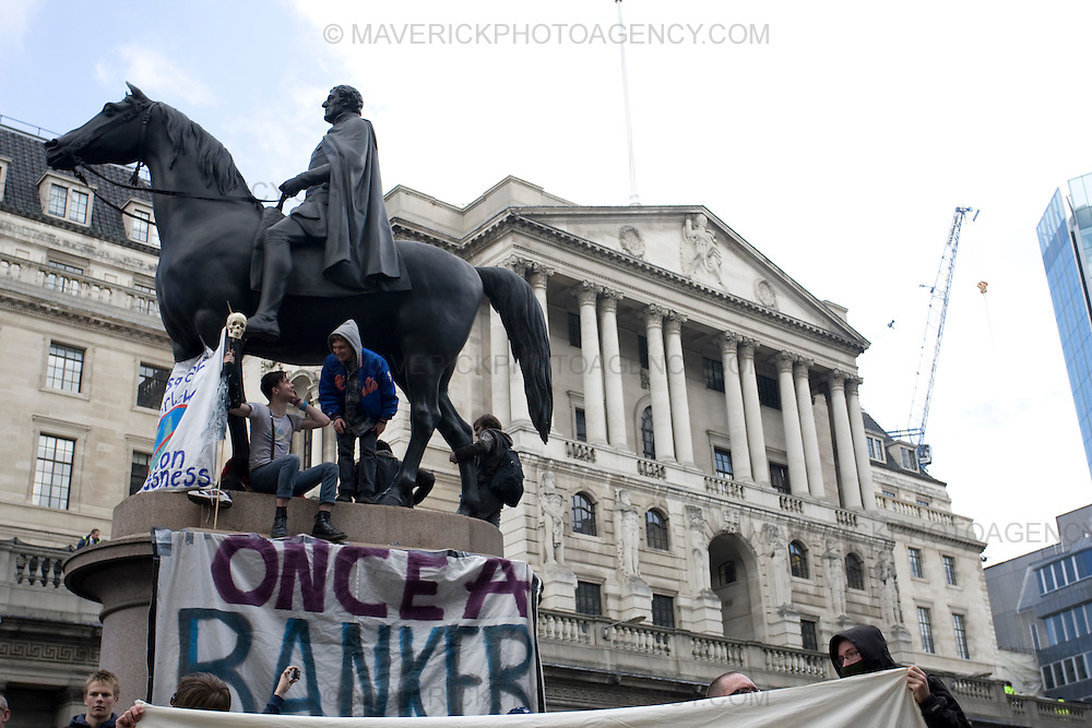Protesters outside the Bank of England in London City ahead of the G20 meeting the following day..1/4/09.Michael Hughes/Maverick.Tel. 07789681770