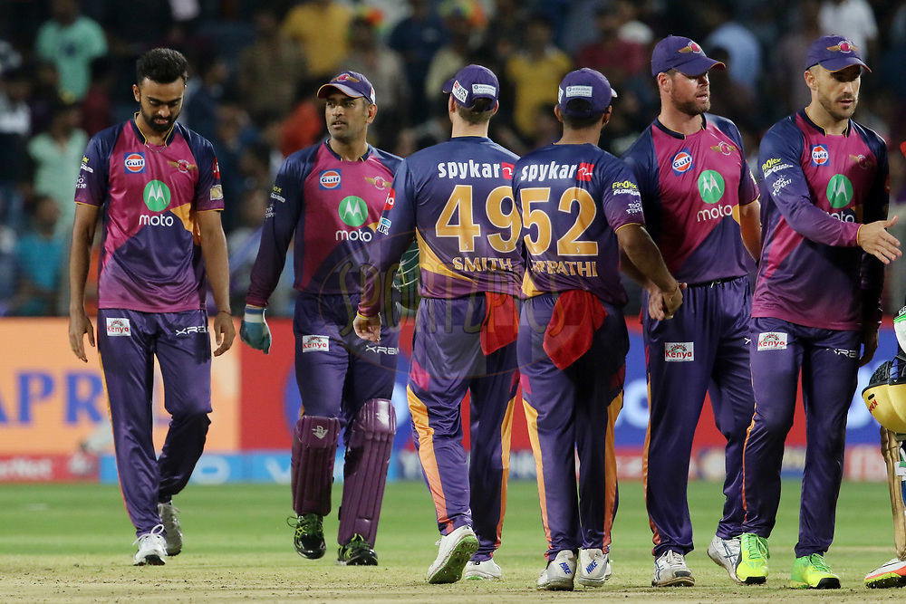 Rising Pune Supergiant players shakes hand after the match 30 of the Vivo 2017 Indian Premier League between the Rising Pune Supergiants and the Kolkata Knight Riders  held at the MCA Pune International Cricket Stadium in Pune, India on the 26th April 2017<br /> <br /> Photo by Vipin Pawar- IPL - Sportzpics
