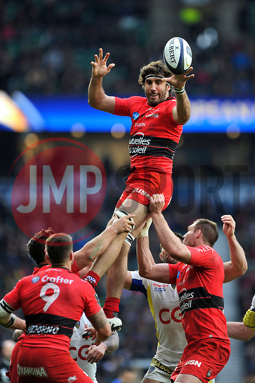 Juan Fernandez Lobbe of Toulon wins the ball at a lineout - Photo mandatory by-line: Patrick Khachfe/JMP - Mobile: 07966 386802 02/05/2015 - SPORT - RUGBY UNION - London - Twickenham Stadium - ASM Clermont Auvergne v RC Toulon - European Rugby Champions Cup Final