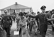 Germany 1958. Elvis Presley, as a GI, arriving in Germany and having fun with a girl reporter at his side.<br /> <br /> <br /> Allemagne 1958. Elvis Presley arrivant en Allemagne en soldat GI, s' amusant avec une journaliste &agrave; ses c&ocirc;t&eacute;s .