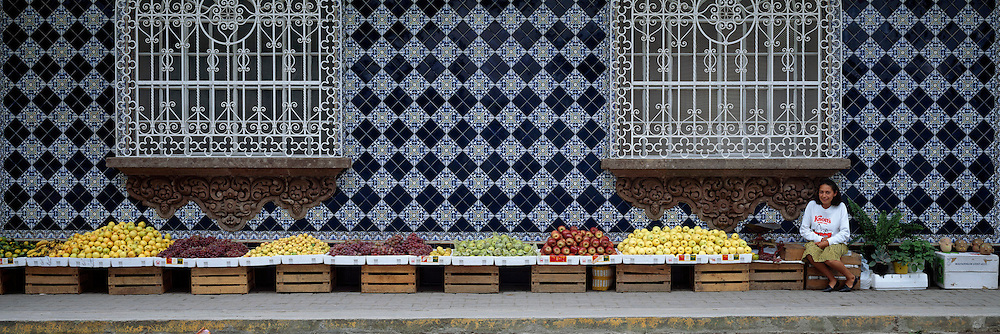 MEXICO, GULF COAST, VERACRUZ Coatepec, near Jalapa, colonial style building with tile facade and a street vendor selling fruit