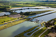 Nederland, Zuid-Holland, Hagestein, 12-06-2009; stuw in de rivier de Lek, dient om het waterpeil in de rivier te reguleren en het scheepvaartverkeer mogelijk te maken. Als gevolg van de geringe wateraanvoer is de vizierschuif gesloten, vissen kunnen gebruik maken van de de vistrap (of vispassage) onder in beeld, in het midden de schutsluis voor de scheepvaart. Op de landtong (links) een oude steenfabriek, nu stalling van caravans..Weir in the river Lek, regulates and manages the water level. The Lek is a rain river, with especially in the winter large amounts of water (melt water), in the summer there is a shortage of water, the weir ensures sufficiently high water level for shipping. Next to the dam fish ladder and shipping lock. .Swart collectie, luchtfoto (25 procent toeslag); Swart Collection, aerial photo (additional fee required); .foto Siebe Swart / photo Siebe Swart