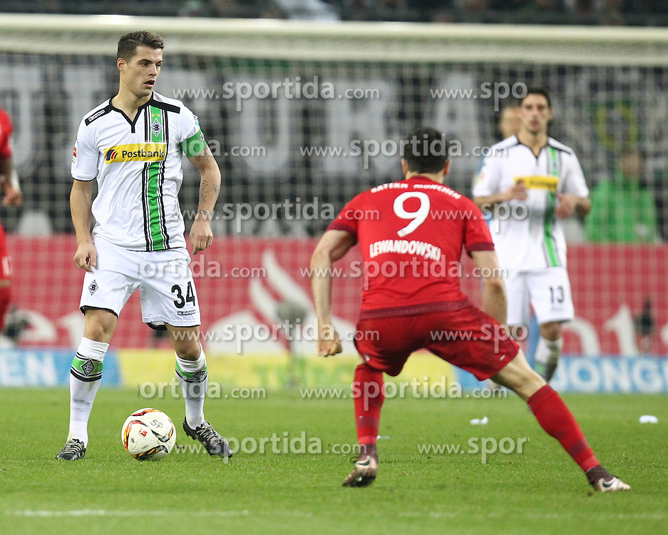 05.12.2015, Stadion im Borussia Park, Moenchengladbach, GER, 1. FBL, Borussia Moenchengladbach vs FC Bayern Muenchen, 15. Runde, im Bild Granit Xhaka (#34, Borussia Moenchengladbach) gegen Robert Lewandowski (#9, FC Bayern Muenchen), // during the German Bundesliga 15th round match between Borussia Moenchengladbach and FC Bayern Muenchen at the Stadion im Borussia Park in Moenchengladbach, Germany on 2015/12/05. EXPA Pictures &copy; 2015, PhotoCredit: EXPA/ Eibner-Pressefoto/ Deutzmann<br /> <br /> *****ATTENTION - OUT of GER*****
